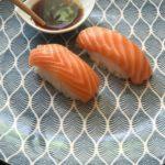 Простой рецепт суши с лососем. Делаем за 1 минуту!